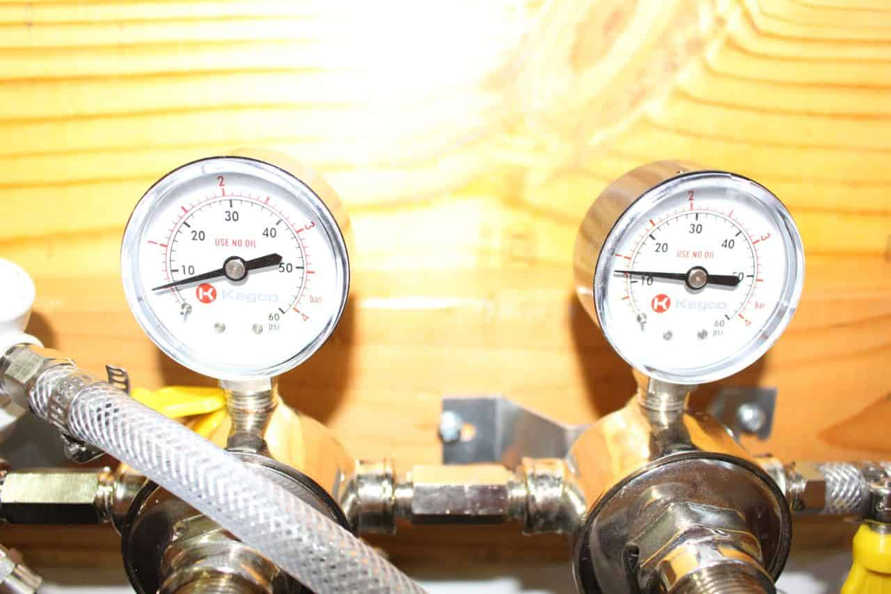 Setting different pressures on the Secondary CO2 Regulator #1