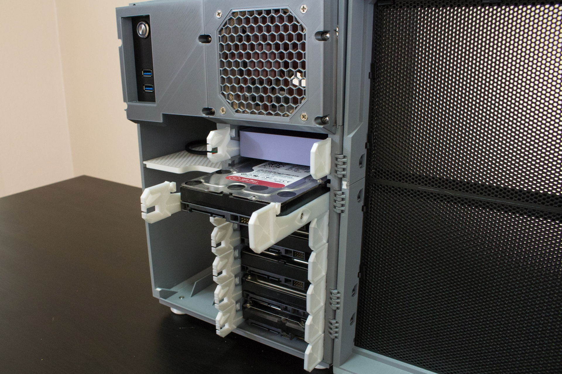 HDDs installed in cage #2